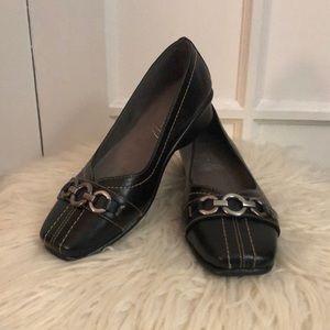 EUC Aerosoles black flat women's shoes size 6
